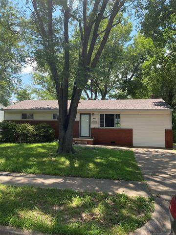 4826 S Maybelle Avenue, Tulsa, OK 74107 (MLS #2124106) :: Owasso Homes and Lifestyle
