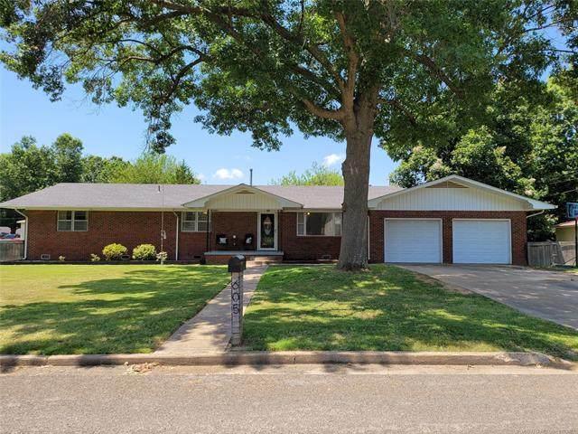 605 SW 5th Street, Checotah, OK 74426 (MLS #2124378) :: 918HomeTeam - KW Realty Preferred
