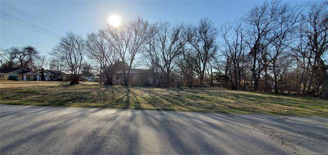 1127 E 4th Street, Okmulgee, OK 74447 (MLS #2124426) :: Hopper Group at RE/MAX Results
