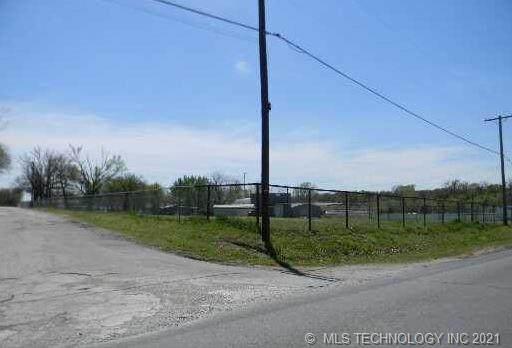 7216 Southwest Boulevard - Photo 1