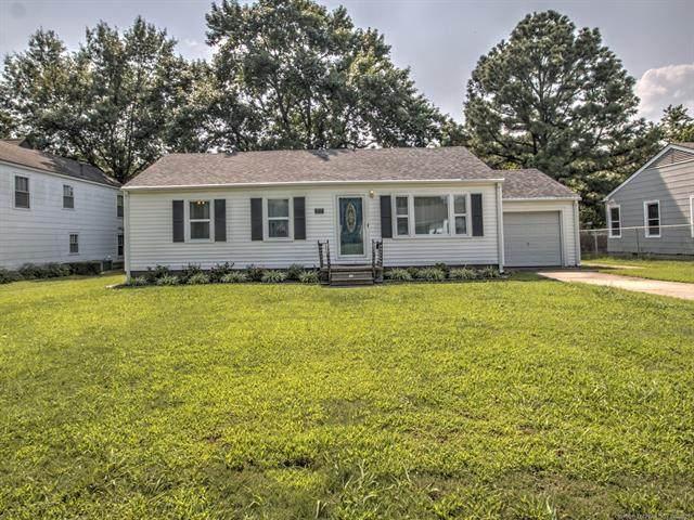2111 Dewey Avenue, Bartlesville, OK 74003 (MLS #2124873) :: 918HomeTeam - KW Realty Preferred