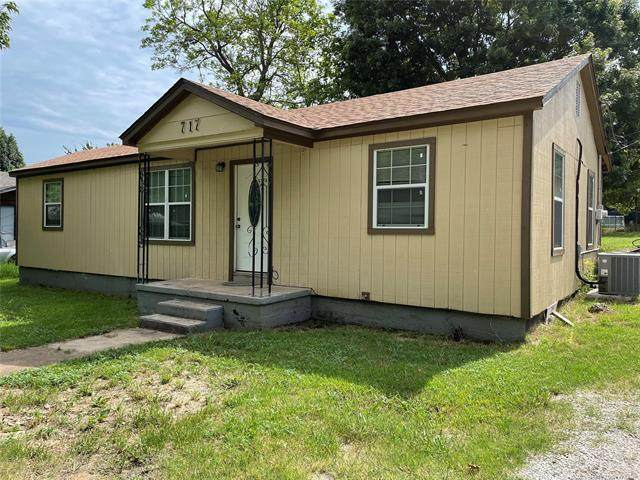 717 W 14th Street, Sulphur, OK 73086 (MLS #2125006) :: Hopper Group at RE/MAX Results