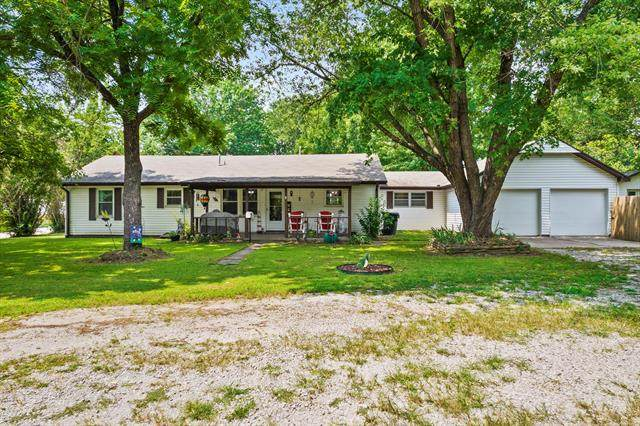706 E Park Street, Claremore, OK 74017 (MLS #2125057) :: Active Real Estate