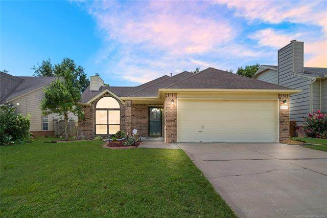 9110 E 76th Street, Tulsa, OK 74133 (MLS #2125171) :: 918HomeTeam - KW Realty Preferred