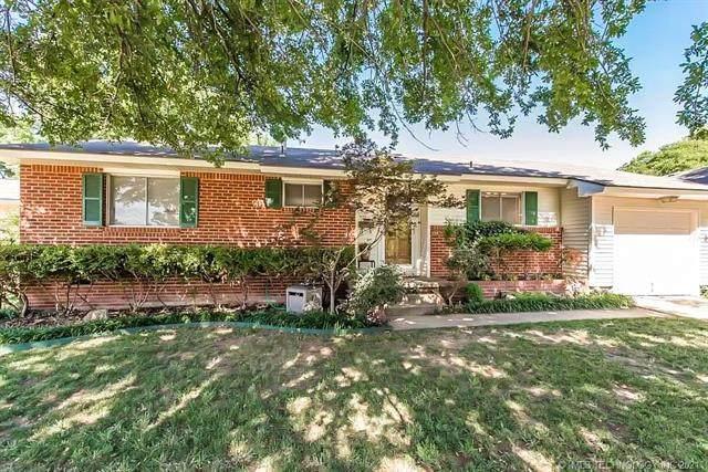 2914 S Joplin Avenue, Tulsa, OK 74114 (MLS #2128537) :: 918HomeTeam - KW Realty Preferred
