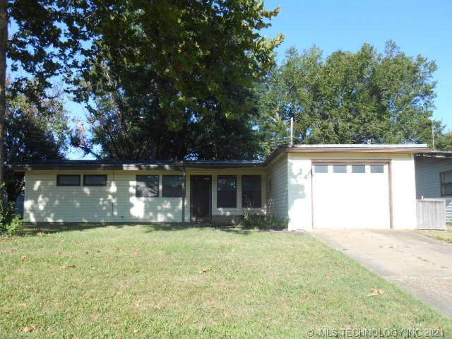 121 Mulberry Lane, Bartlesville, OK 74003 (MLS #2128647) :: 918HomeTeam - KW Realty Preferred