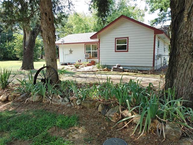 209 N Mayes Street, Locust Grove, OK 74352 (MLS #2129801) :: Active Real Estate