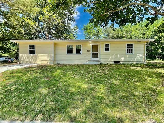 2414 Topeka, Muskogee, OK 74401 (MLS #2130893) :: Owasso Homes and Lifestyle