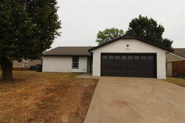 256 N Spruce Avenue, Bartlesville, OK 74006 (MLS #2131115) :: Hopper Group at RE/MAX Results