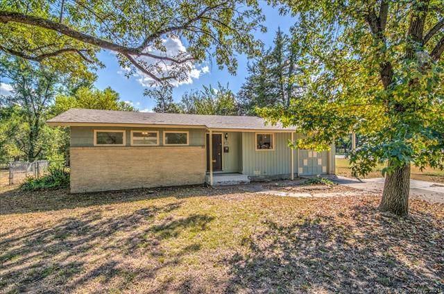 1936 Crestview Drive, Bartlesville, OK 74003 (MLS #2131560) :: Active Real Estate