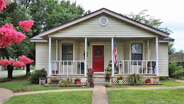 223 W Sycamore Street, Coweta, OK 74429 (MLS #2131774) :: Owasso Homes and Lifestyle