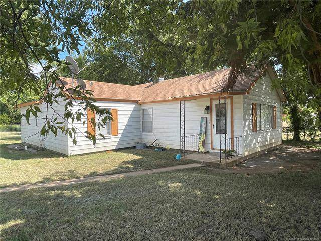 2221 W 14th, Sulphur, OK 73086 (MLS #2132313) :: Hopper Group at RE/MAX Results