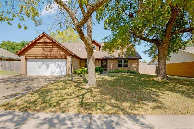 7009 E 48th Place, Tulsa, OK 74145 (#2132437) :: Homes By Lainie Real Estate Group