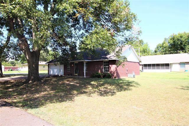 317 NW 5th Street, Spiro, OK 74959 (MLS #2132453) :: Owasso Homes and Lifestyle