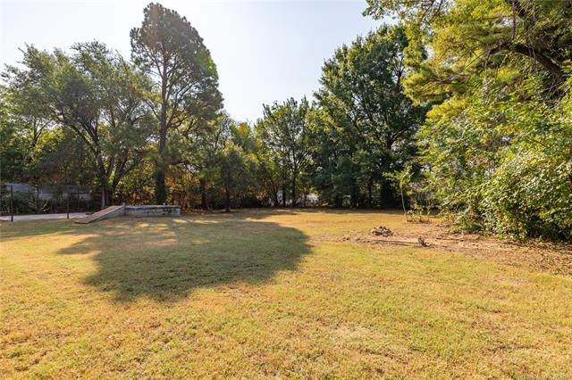 215 W 40th Place, Sand Springs, OK 74063 (MLS #2132726) :: Hopper Group at RE/MAX Results