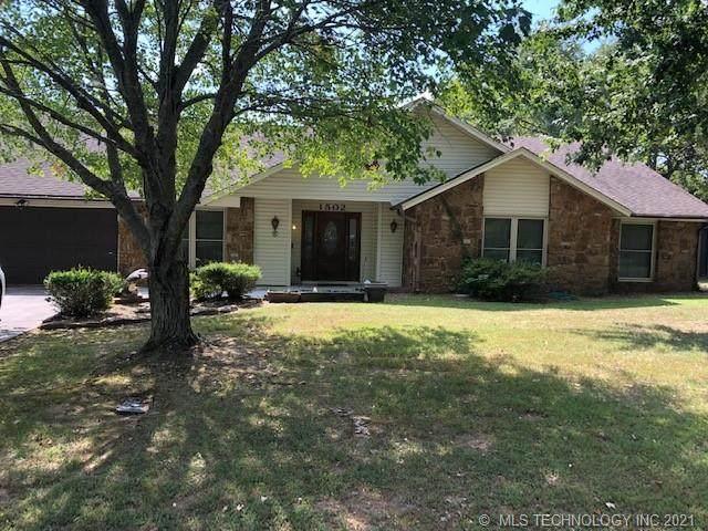1502 SE 8th Street, Wagoner, OK 74467 (MLS #2132802) :: 918HomeTeam - KW Realty Preferred
