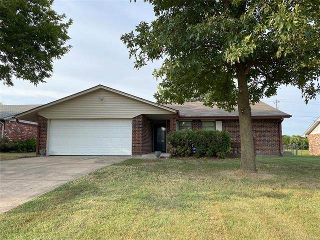 704 Fairfax Drive, Muskogee, OK 74403 (MLS #2133168) :: Hopper Group at RE/MAX Results