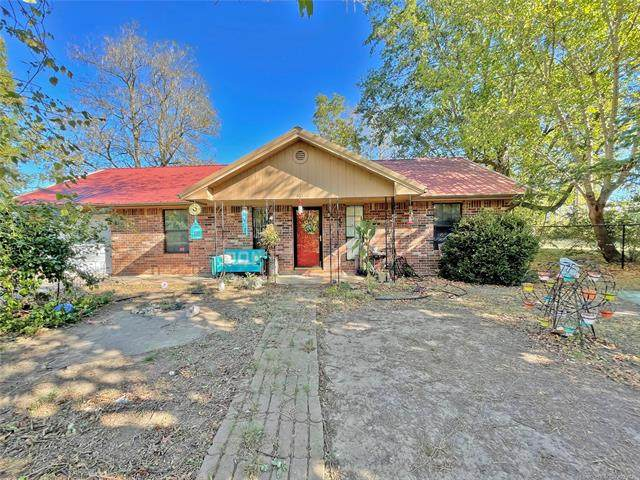 401 8th Street, Warner, OK 74469 (MLS #2133249) :: Hopper Group at RE/MAX Results