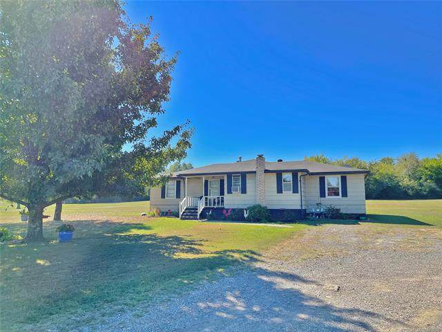 2203 E 93rd Street, Muskogee, OK 74403 (#2133295) :: Homes By Lainie Real Estate Group