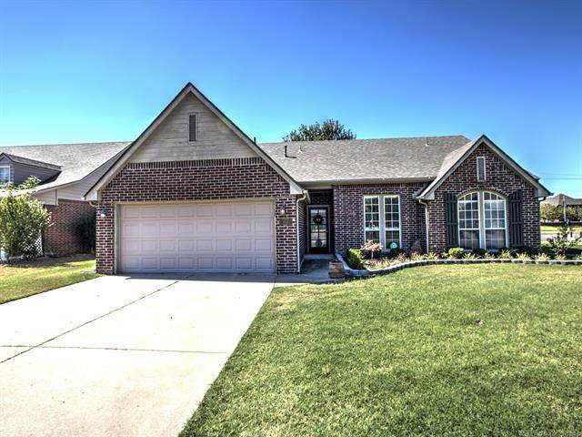 8824 N 130th East Avenue, Owasso, OK 74055 (MLS #2133384) :: Hopper Group at RE/MAX Results