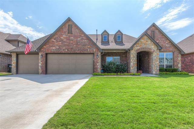 7917 N 144th East Avenue, Owasso, OK 74055 (MLS #2133414) :: Hopper Group at RE/MAX Results