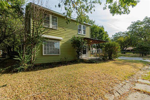 211 5th Avenue, Ardmore, OK 73401 (#2133765) :: Homes By Lainie Real Estate Group