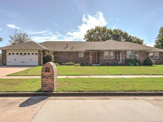 1212 SE 19th Street, Pryor, OK 74361 (MLS #2134325) :: Hopper Group at RE/MAX Results