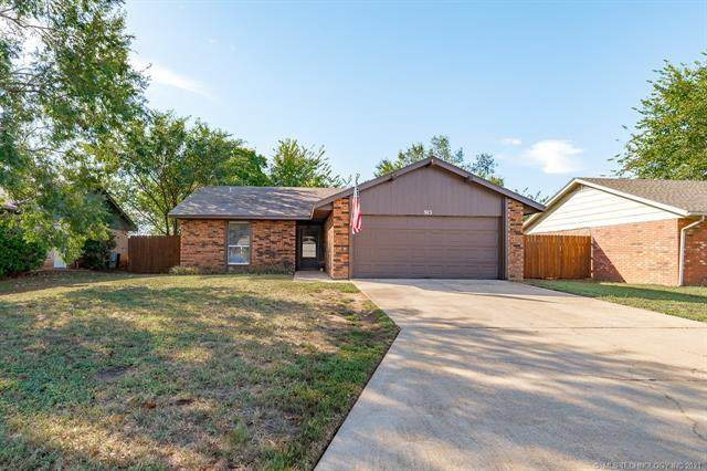 915 E Moore Avenue, Stillwater, OK 74075 (#2134825) :: Homes By Lainie Real Estate Group