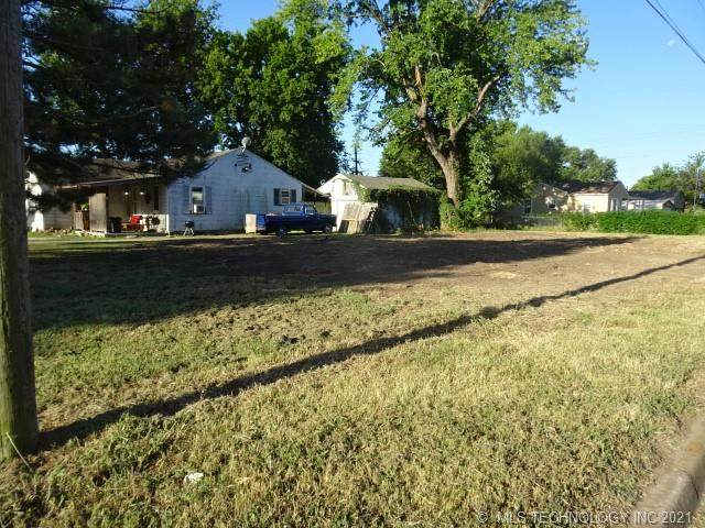301 S Shawnee Avenue, Dewey, OK 74029 (MLS #2134851) :: 918HomeTeam - KW Realty Preferred