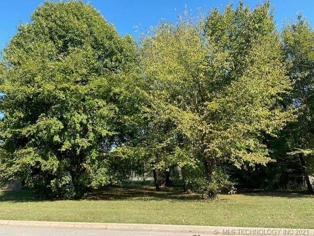 7405 S Sycamore Avenue, Broken Arrow, OK 74011 (MLS #2135138) :: Active Real Estate