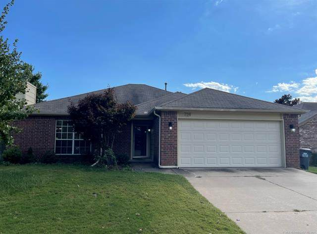 724 W 119th Street S, Jenks, OK 74037 (MLS #2135182) :: Hopper Group at RE/MAX Results