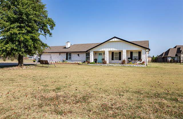 17807 E 106th Street North N, Owasso, OK 74055 (MLS #2135491) :: Hopper Group at RE/MAX Results