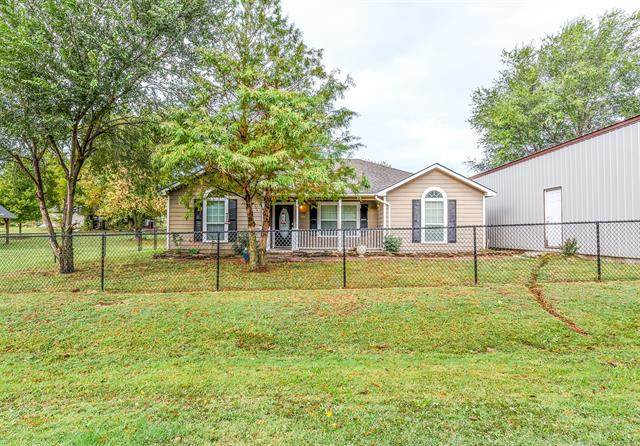 120 S Cherokee Street, Vera, OK 74082 (MLS #2135622) :: Active Real Estate