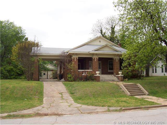 907 D Street NW, Ardmore, OK 73401 (MLS #2136440) :: Hopper Group at RE/MAX Results