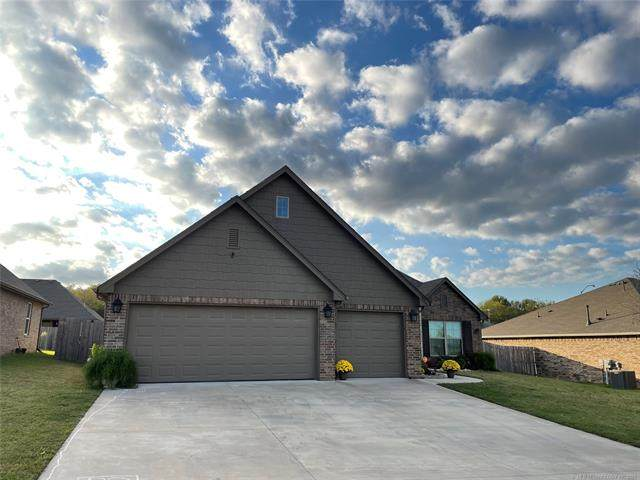 1903 Lupton Lane, Claremore, OK 74019 (MLS #2136856) :: Hopper Group at RE/MAX Results