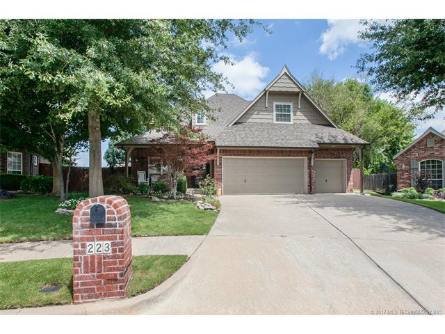 223 E 111th Place S, Jenks, OK 74037 (MLS #1731967) :: The Boone Hupp Group at Keller Williams Realty Preferred