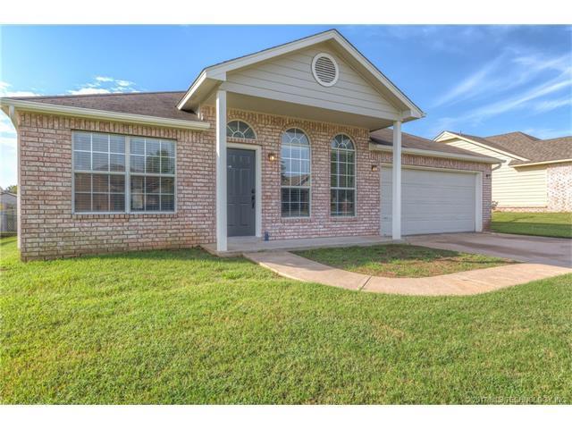 510 W Dogwood Street, Coweta, OK 74429 (MLS #1738271) :: The Boone Hupp Group at Keller Williams Realty Preferred