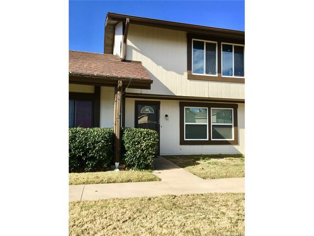 11122 E 13th Place #2, Tulsa, OK 74128 (MLS #1743308) :: The Boone Hupp Group at Keller Williams Realty Preferred