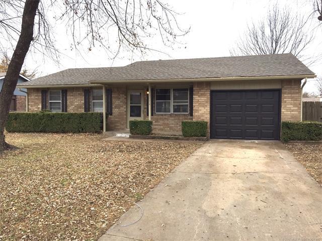 13774 S Hickory Street, Glenpool, OK 74033 (MLS #1744456) :: The Boone Hupp Group at Keller Williams Realty Preferred