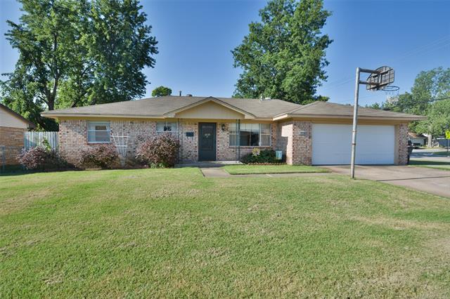 2438 W 45th Place, Tulsa, OK 74107 (MLS #1744536) :: Brian Frere Home Team