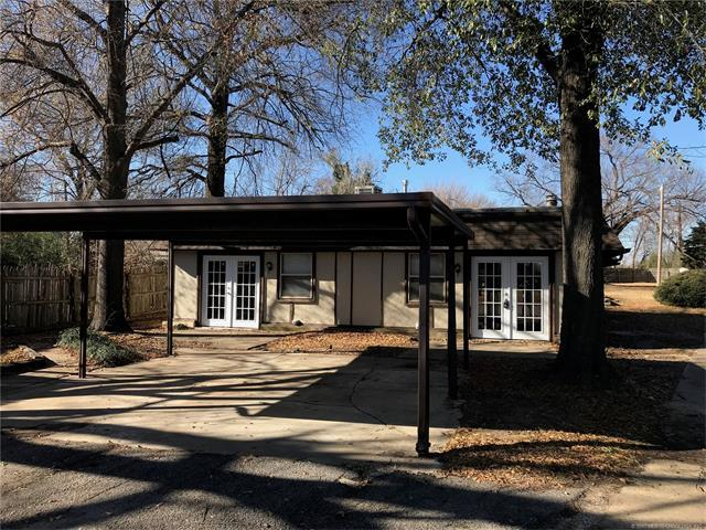 5301 E 32nd Place, Tulsa, OK 74135 (MLS #1745110) :: The Boone Hupp Group at Keller Williams Realty Preferred