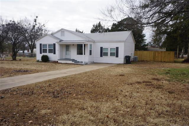 1011 N 5th Street, Henryetta, OK 74437 (MLS #1747407) :: Brian Frere Home Team