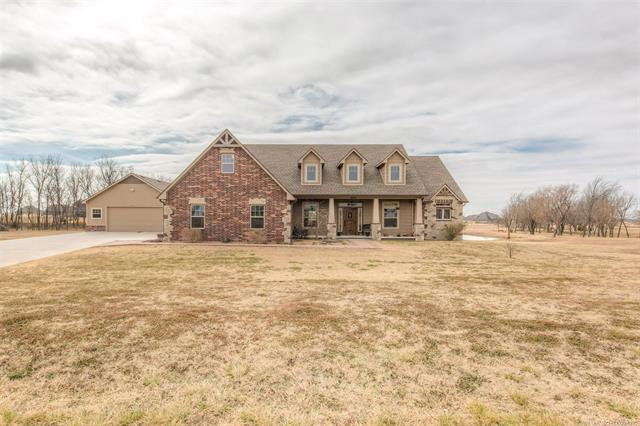 2818 E 400 Road, Oologah, OK 74053 (MLS #1805064) :: Brian Frere Home Team