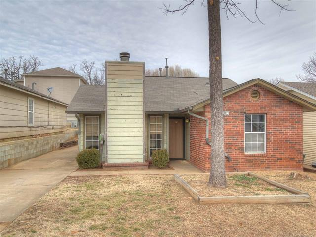 327 E 40th Place, Sand Springs, OK 74063 (MLS #1805413) :: The Boone Hupp Group at Keller Williams Realty Preferred