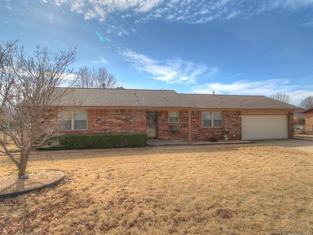 14514 19th Place, Sand Springs, OK 74063 (MLS #1805523) :: The Boone Hupp Group at Keller Williams Realty Preferred