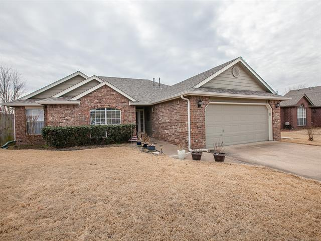 11002 E 120th Court North, Collinsville, OK 74021 (MLS #1806311) :: The Boone Hupp Group at Keller Williams Realty Preferred