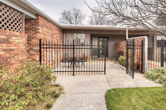 2115 E 59th Place #2, Tulsa, OK 74105 (MLS #1809509) :: Hopper Group at RE/MAX Results