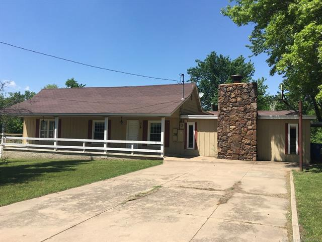 516 20th Avenue SW, Miami, OK 74354 (MLS #1811129) :: Hopper Group at RE/MAX Results