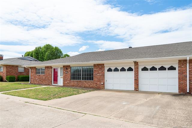 1465 Swan Drive, Bartlesville, OK 74006 (MLS #1814334) :: Brian Frere Home Team