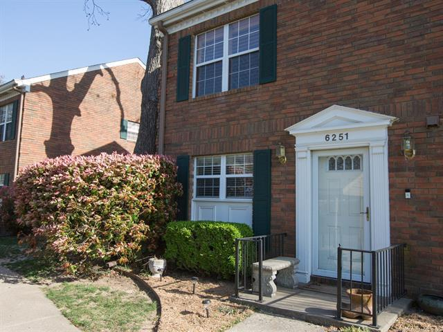 6251 S Yorktown Avenue #4, Tulsa, OK 74136 (MLS #1814439) :: Hopper Group at RE/MAX Results